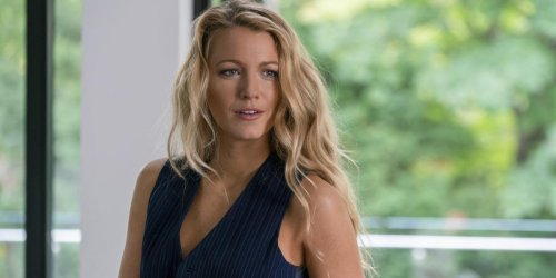 Blake Lively Hilariously Throws On A Bikini In Support Of Ryan Reynolds' Free Guy Release