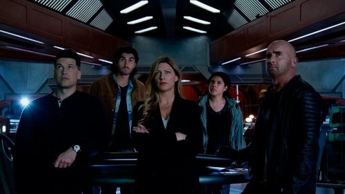 'Legends of Tomorrow': Episódio de estreia da 6ª temporada ganha imagens oficiais; Confira! | CinePOP