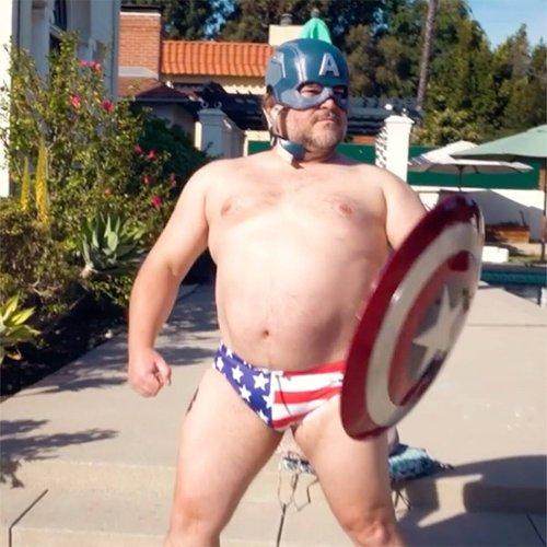 Jack Black parodie (encore) les Avengers dans une nouvelle vidéo hilarante - CinéSéries
