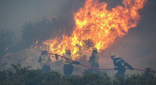Cape Town fires thrust homeless into the spotlight