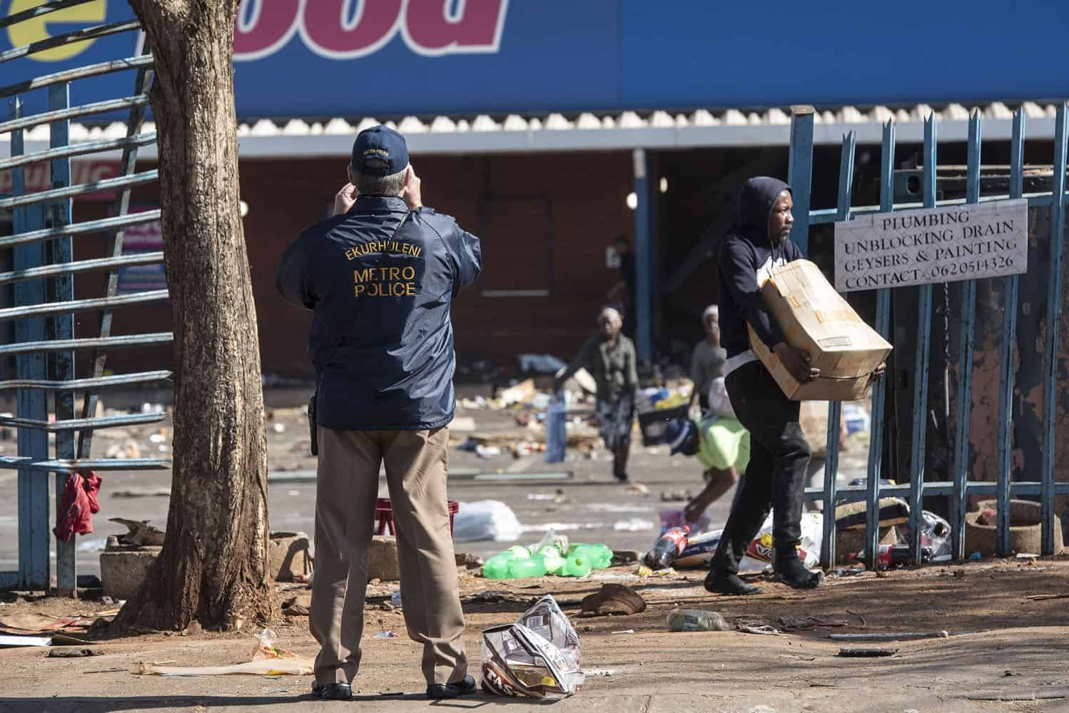 Gauteng residents wake up to more protests and burning buildings