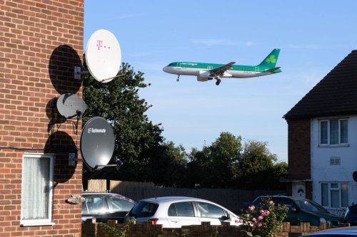 Aer Lingus passengers stranded after Stobart Air collapse - CityAM