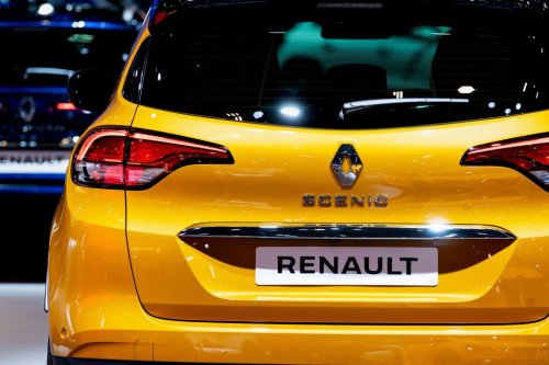 Chip shortage to cut Renault production by 200,000 cars this year