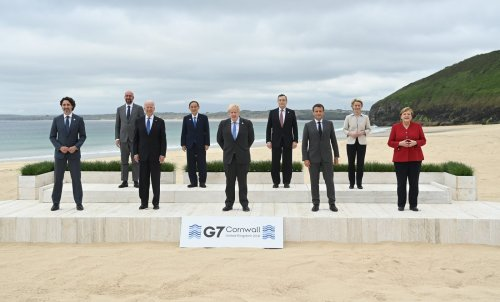 G7 2021: Boris Johnson welcomes leaders as they take 'family photo'