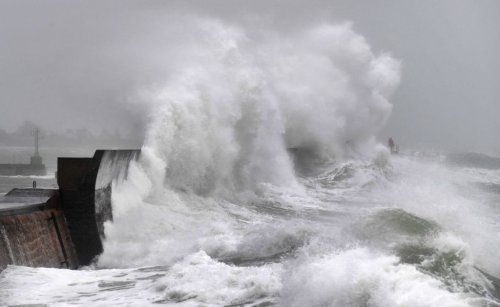 Flooding as Storm Aurore hits Southern England