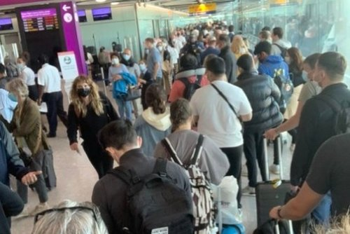 Heathrow meltdown: Thousands of passengers including Louis Theroux unable to enter UK