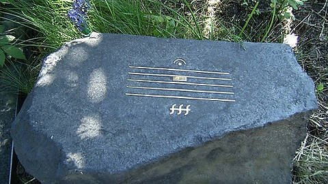 Composer Alfred Schnittke basically has the greatest gravestone ever