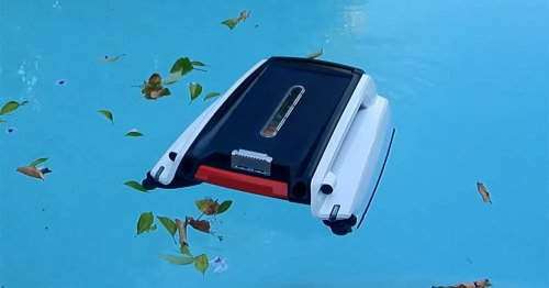 The Instapark Betta Robotic Pool Skimmer: Our 2021 Review
