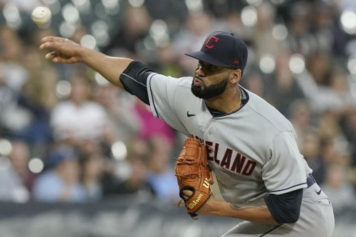 Cleveland Indians lose to White Sox, 6-4, as benches empty in the eighth inning