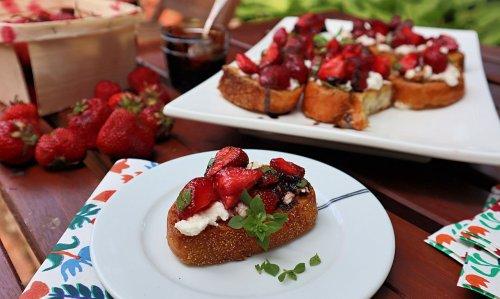 Strawberry and cheese bruschetta tastes like summer