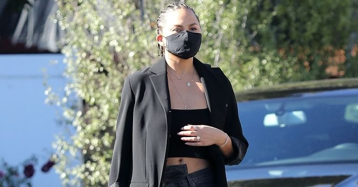 """Chrissy Teigen Wore the """"Weird"""" Jeans Fashion Girls Can't Stop Buying"""