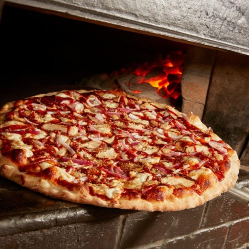 Brooklyn-born pizzeria chain bakes up first Austin restaurant