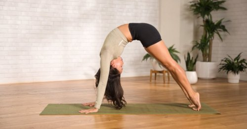 This 14-Minute Spinal Waves & Backbend Yoga Flow Will Stretch Out Stiffness