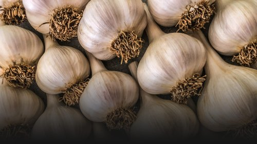 The Strength of Garlic's Flavor Depends on How You Cut It
