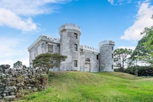 A Florida man spent over 30 years building a medieval castle, now it's for sale [PHOTOS]