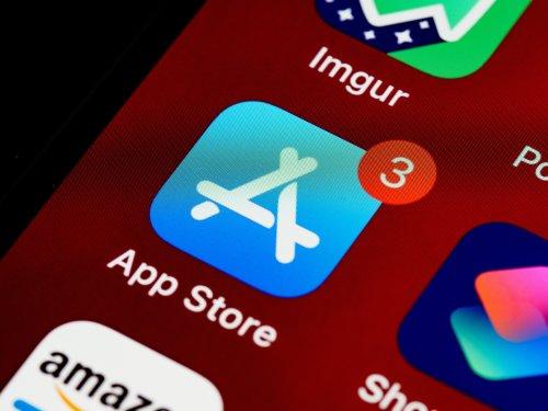 Apple permet à 152 pays de censurer des applications LGBTQ+ dans l'App Store selon des chercheurs et des activistes