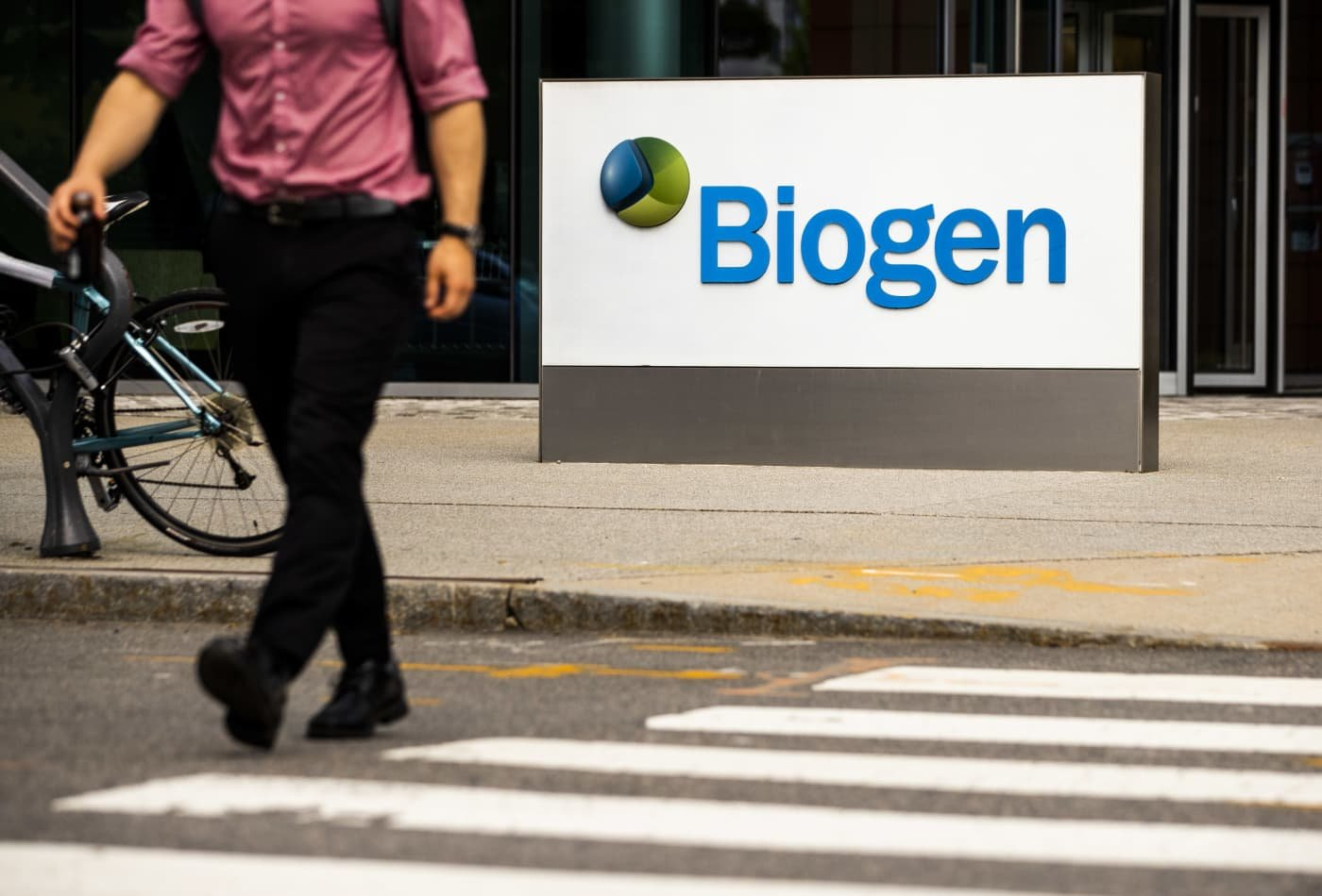 FDA chief tells reporter 'move on' when pressed on Biogen Alzheimer's drug approval