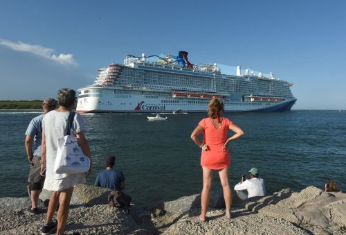 CDC extends Covid restrictions for cruise ship industry into January