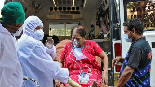 """""""Inevitable"""" third COVID-19 wave could hit India in 6-8 weeks, says AIIMS chief"""