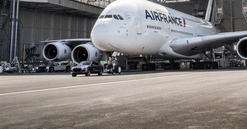 Watch a Porsche Cayenne tow an Airbus A380, earn a world record