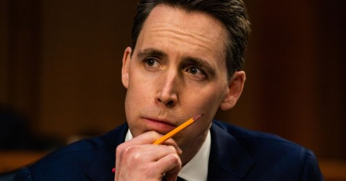 US senator proposes banning acquisitions by Big Tech