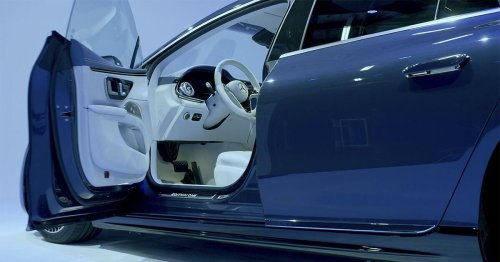 You can open and close the Mercedes EQS' doors with your voice