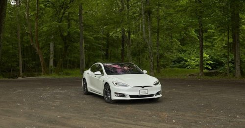 Tesla Model S crash with nobody behind the wheel leaves 2 dead