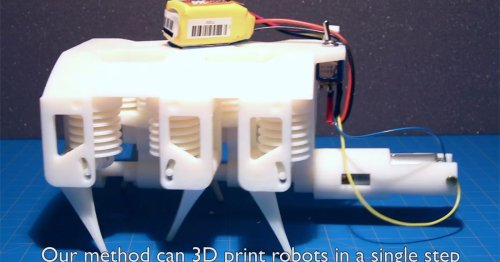 Robot 3D printed in solid and liquid at the same time