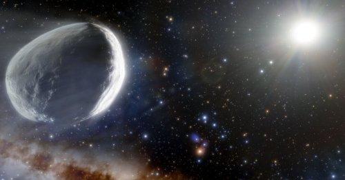 Monster comet falling toward the sun is bigger than a Martian moon