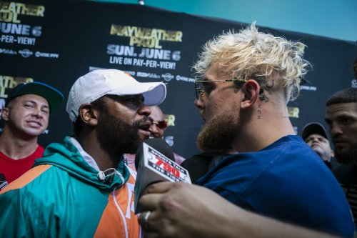 Boxe : la rencontre entre Floyd Mayweather et Jake Paul vire à la bagarre générale