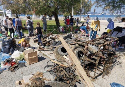Toulon : plus d'une tonne de déchets marins récupérés par des bénévoles