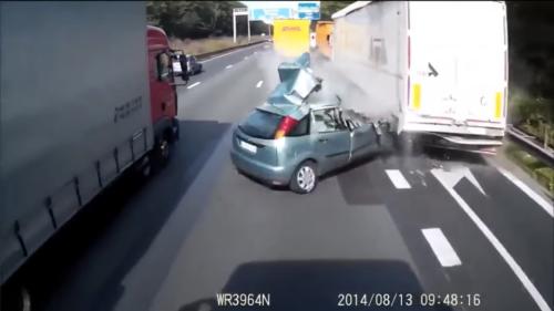 Sécurité routière : la vidéo choc d'un violent accident diffusée par les gendarmes