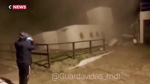L'incroyable vidéo d'une maison qui s'effondre dans la mer