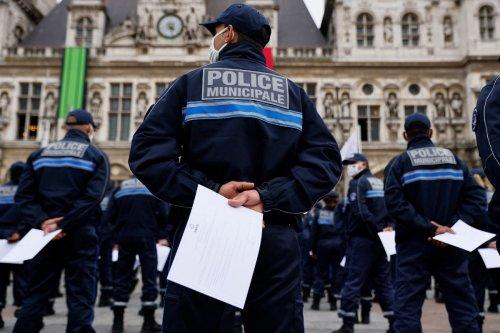 Paris : les 154 premiers policiers municipaux sont déployés ce mardi, malgré la réserve de certains élus