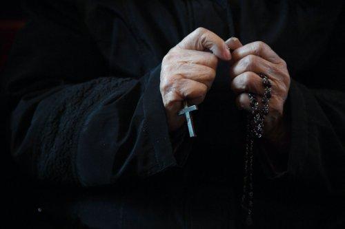 Le prêtre volait sa paroisse pour se payer des orgies sous drogue