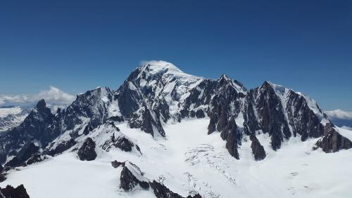 Haute-Savoie : un skieur et un alpiniste meurent dans deux avalanches distinctes
