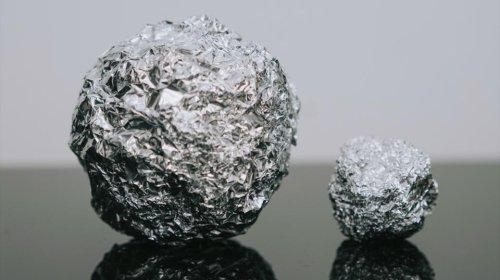 Cette raison pour laquelle il faut mettre une boule de papier d'aluminium dans son lave-vaisselle