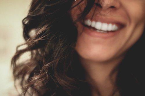 Comment avoir les dents plus blanches selon un dentiste   CNEWS