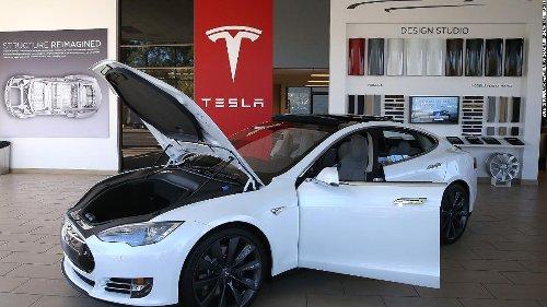 Watch Consumer Reports trick Tesla's Autopilot system