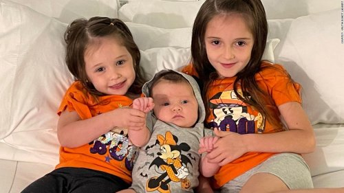 This family has 3 daughters born on August 25, and they're not triplets or twins