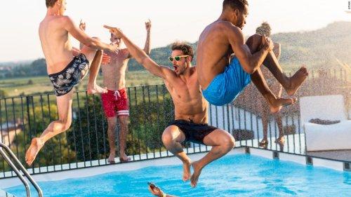The best men's swimwear under $100, according to experts | CNN Underscored