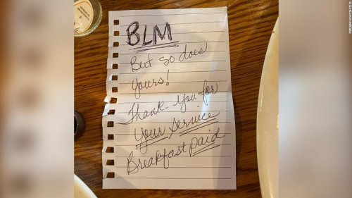 Sheriff's deputy is touched by a note left by two black women after an anonymous act of kindness