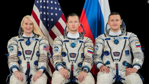 NASA astronaut, Russian cosmonauts launch to the space station
