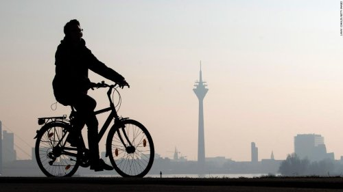 Give cyclists an extra day's vacation, politician proposes