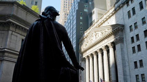 Dow plummets nearly 400 points as volatility returns to stock market