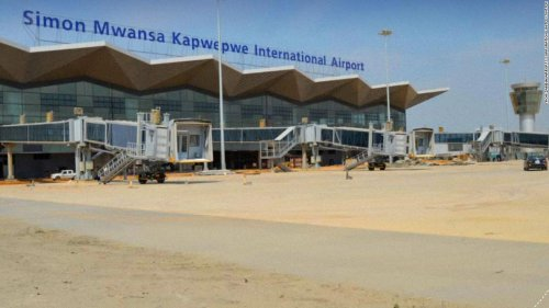 Plane mistakenly lands at airport under construction