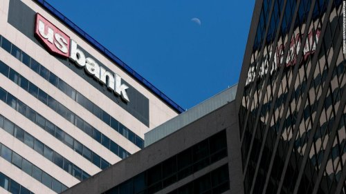 Major US bank delays its return to the office due to the Delta variant | CNN Business
