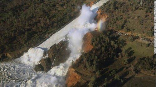 El 'muro de agua' que amenaza a los residentes de California cerca de la represa Oroville | CNN