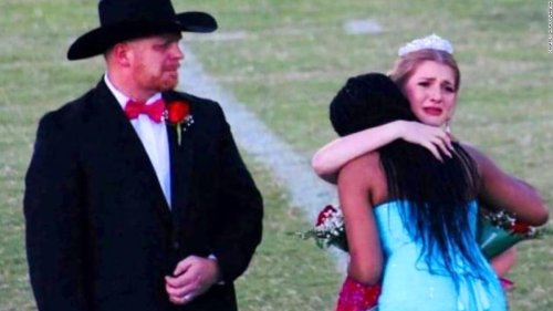 The homecoming queen gave away her crown to comfort a grieving family and set an example for us all