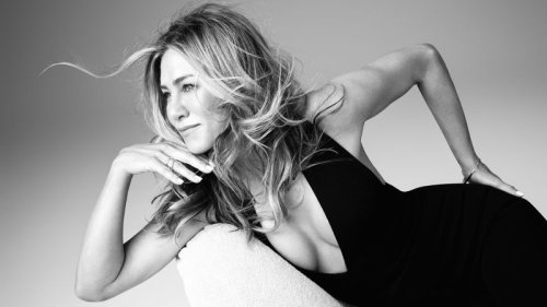 Jennifer Aniston's new LolaVie Glossing Detangler is a hair care must-have   CNN Underscored